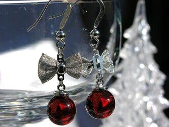 Christmas ときめきの真っ赤なガラスピアスの画像
