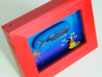 painted driftwood & pebble art クジラとイエローサブマリンの画像