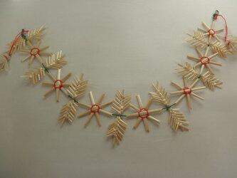 麦藁細工のガーランド  マーガレット  花と葉の画像