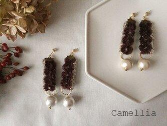 Camellia:椿のピアスの画像