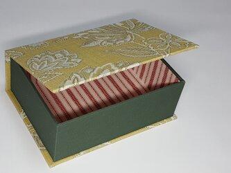 ふた付きの箱の画像