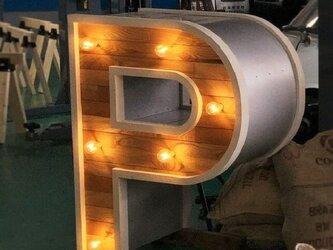 【P】の特大 アルファベット 照明付きの画像