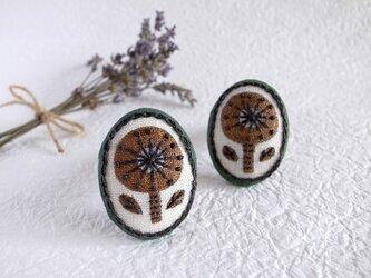 レトロガールのボタニカル刺繍ブローチの画像