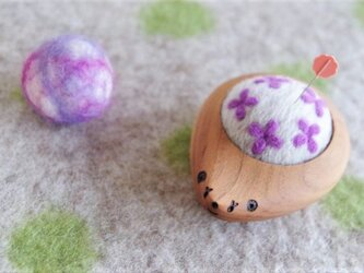 ハリネズミの羊毛ピンクッション【針山】 Hana-Hana 紫色の画像