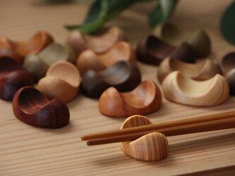 木の箸置き 6個セット 豆形 ミニサイズ 木の種類いろいろの画像