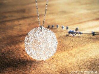 無色透明ガラスのネックレス -「灯りのたね 」● 45mm・光沢の画像