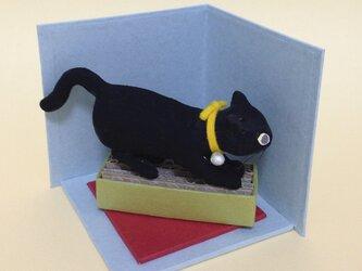粘土仕上げの小さな猫の置物の画像