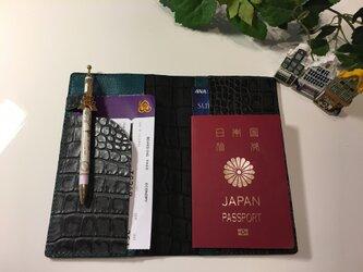 パスポートケース☆陰影ある黒×グリーン ♫の画像
