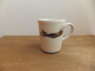 飛ぶネコ2匹(猫じゃらしプレゼント)カップの画像