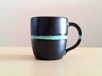 青の線のマグカップの画像
