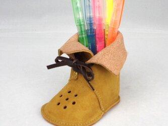 ブーツ型ぺんたて ピッグレザーでデスクもやわらかな雰囲気【マスタード】の画像
