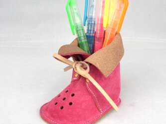 ブーツ型ぺんたて ピッグレザーでデスクもやわらかな雰囲気【ピンク】の画像