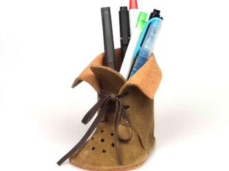 ブーツ型ぺんたて ピッグレザーでデスクもやわらかな雰囲気【カーキー】の画像