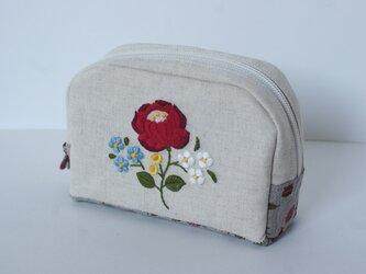 赤花刺繍のポーチの画像