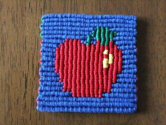 漂白剤が使えるマクラメ編み りんごコースターの画像