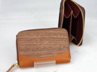 木と革のラウンドファスナー小銭入 --- 贅沢な総革仕上げ [キャメル]の画像