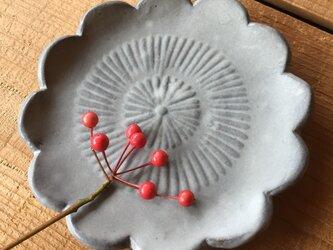 花の小皿の画像