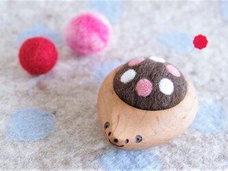 ハリネズミの羊毛ピンクッション【針山】水玉 ピンクの画像