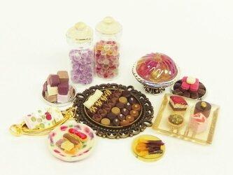 ミニチュア フランスのお菓子がいっぱいの画像