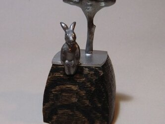オブジェ「うさぎと木」の画像