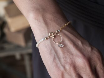 フランスヴィンテージビーズとアパタイト&水晶×リングのシンプルで上品なブレスレット(TJ10935)の画像