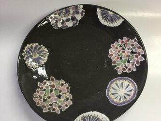 黒いレースの器 花紋とレースの小皿の画像