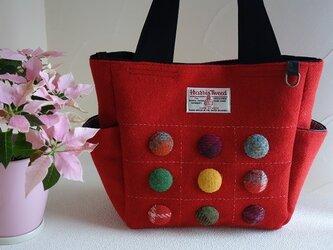 サイドポケットバッグS-2(ハリスツイード:赤色無地×くるみボタン9個)の画像