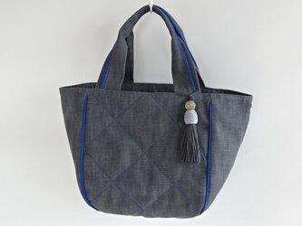 コロンとたっぷり大きめキルティングトートバッグ・グレー×紺青の画像