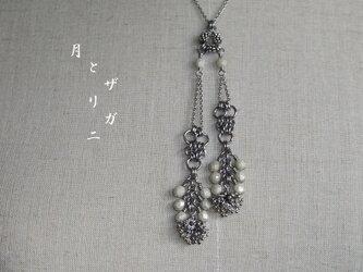 銀の花*白磁 サージカルステンレスの鎖 の画像