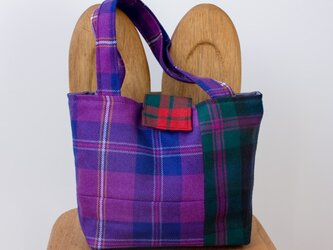 タータンチェックのバッグ【バイオレット系】の画像