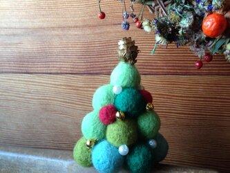 羊毛フェルト カラフルクリスマスツリーの画像