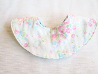 150.リバーシブルまあるいガーゼスタイ 花柄×ひつじ柄の画像