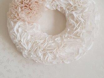 白いふわふわリース の画像