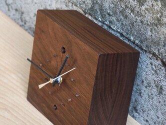 walnut clockの画像