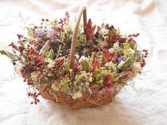 シダーローズと野バラの実のバスケット*の画像