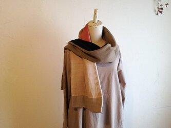 woolと草木染めのコラージュストール 送料無料の画像