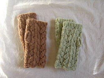 手紡ぎハンドウォーマー 草木染の画像