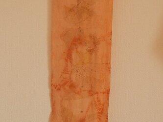 茜先染のちりめん絹地にボタニカルプリントしたスカーフの画像