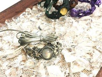 新色追加!天然石のマクラメ編みリング【花瓶】(グレー系・ラブラドライト)の画像