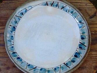 ちょっといびつなパスタ皿の画像