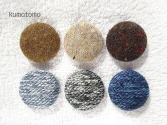 ニット クルミボタンのヘアゴムの画像