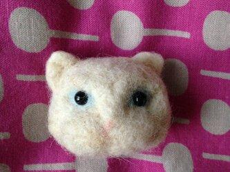 【受注生産】羊毛フェルト製 白猫さんの立体マグネットの画像