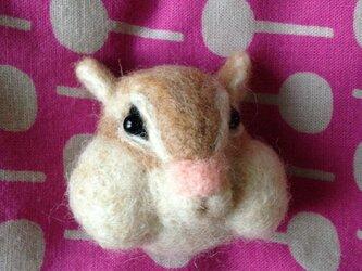 【受注生産】羊毛フェルト製 お食事中のシマリスさん立体マグネットの画像