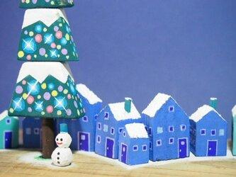 painted driftwood art もみの木広場に初雪 ホワイトクリスマスの予感!の画像