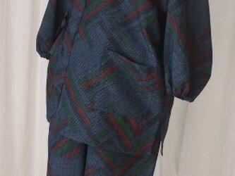 軽くてモダンな柄の紬の作務衣 絹の画像