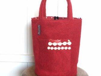 赤いウ-ルのバケツ型bagの画像