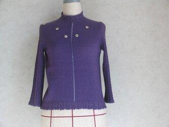 クロスステッチがアクセントのセーターの画像
