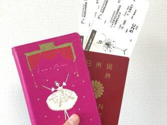 プリマ黒白 パスポートケースの画像