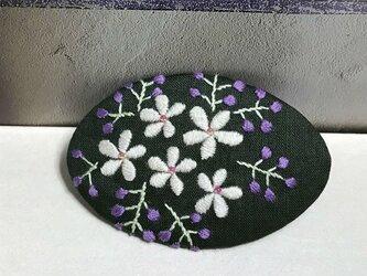 手刺繍バレッタ*花の色の画像