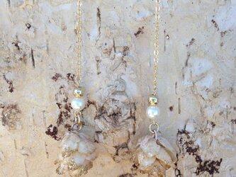 ホワイトミニツガ ピアスの画像